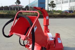 Traktorihaketin BX42R hydraulisella syötöllä